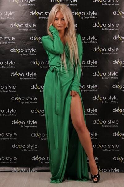 7aa7e49c353 Заказать зелёное закрытое длинное вечернее платье с глубоким вырезом ...
