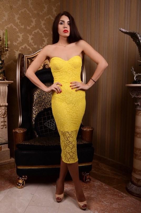 Купить прямое желтое платье облегающее полу длинное с открытым ... 860d216568c