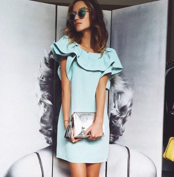 Голубое платье с воланом купить