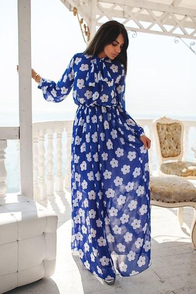 Платье длинное синее с белыми цветами фото
