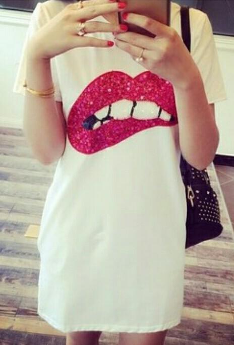 Платья с рисунком губ