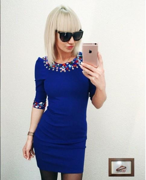 Голубое платье с камнями