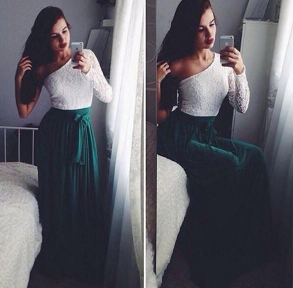 Платье белого цвета с одним рукавом