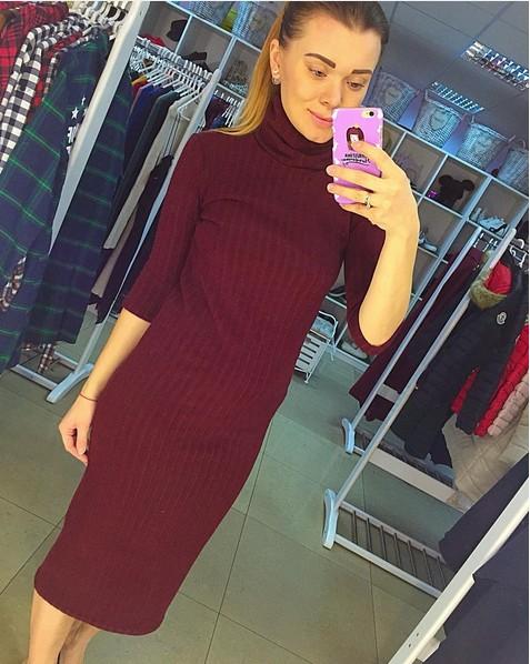2ccddc819b4d418 теплое вязаное платье миди под горло бордового цвета по доступной цене