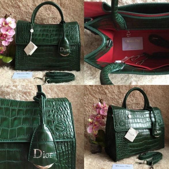 110fcfb7c4f1 роскошная сумка DIOR зеленого цвета под кожу рептилии модель 2016 года