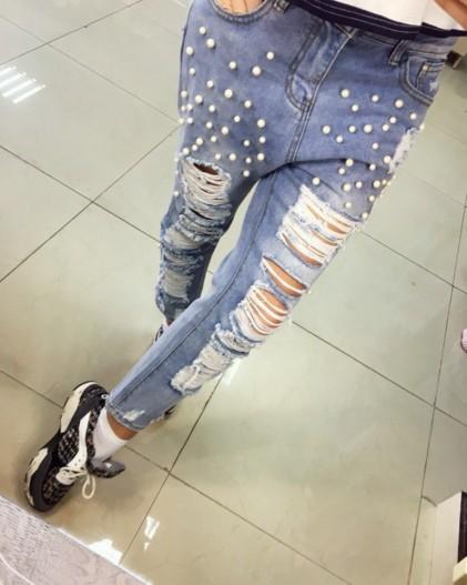 3700696d6e4 крутые джинсы голубого цвета с рваными коленями и бусинами хорошего качества