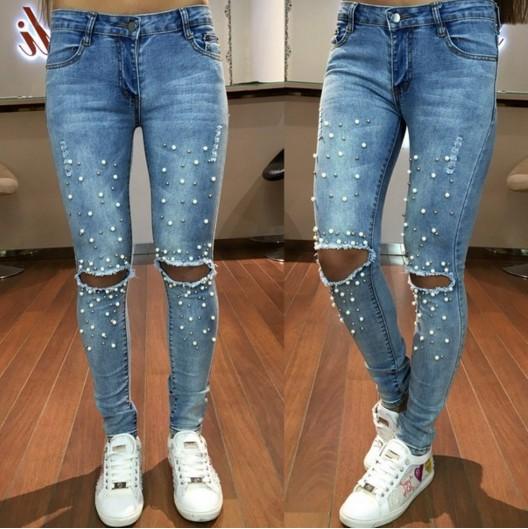 811e1b256e6 эффектные джинсы с рваными коленями обшиты жемчугом по доступной цене