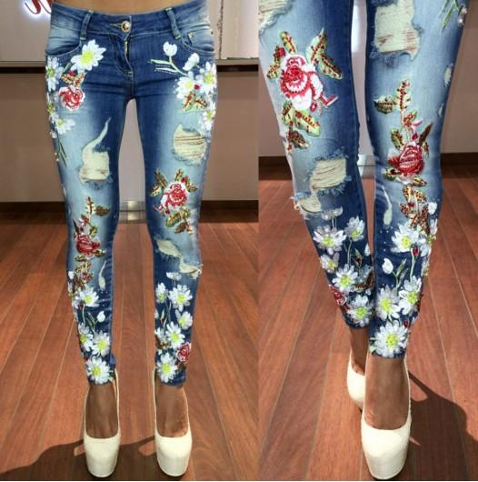 Белая вышивка на джинсах 899